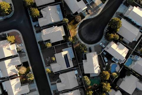 Aerial view of homes near Raton Drive and Mescalero Trail in Henderson. (Michael Quine/Las Vega ...