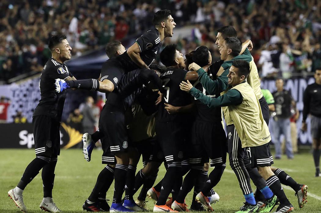 Mexico midfielder Jonathan Dos Santos (6) celebrates with teammates after scoring his first goa ...