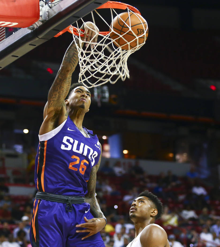 Phoenix Suns' Ray Spalding (26) dunks against the Memphis Grizzlies during the first half a bas ...