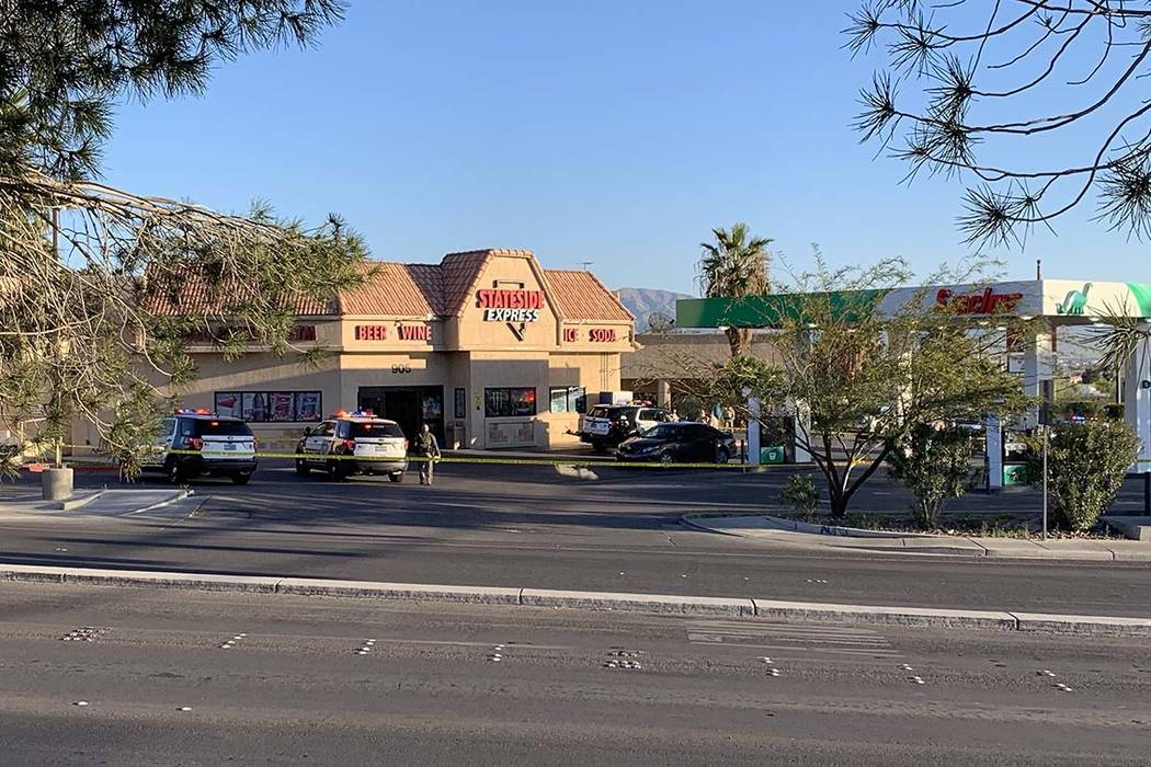 Las Vegas police homicide detectives investigate after a theft was reported on Friday, March 29 ...