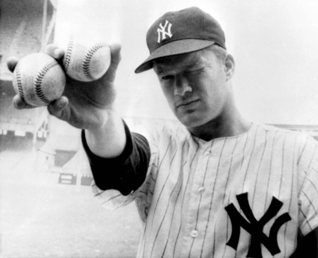 FILE - In this Oct. 14, 1964 file photo, New York Yankees pitcher Jim Bouton takes aim as he ho ...