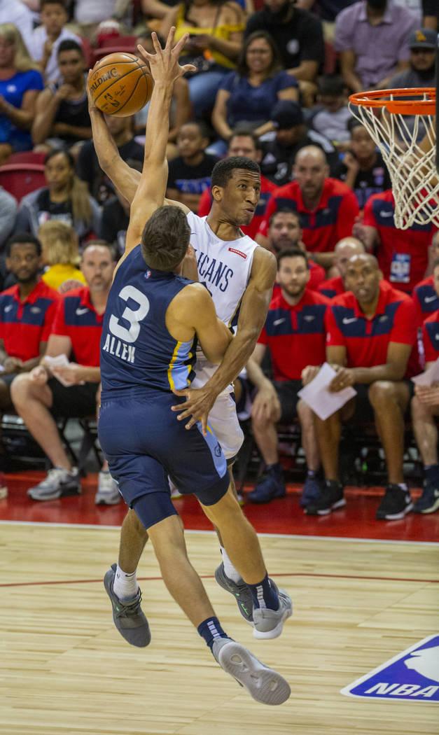 Memphis Grizzlies guard Grayson Allen, left, sets up to block a shot attempt by New Orleans Pel ...