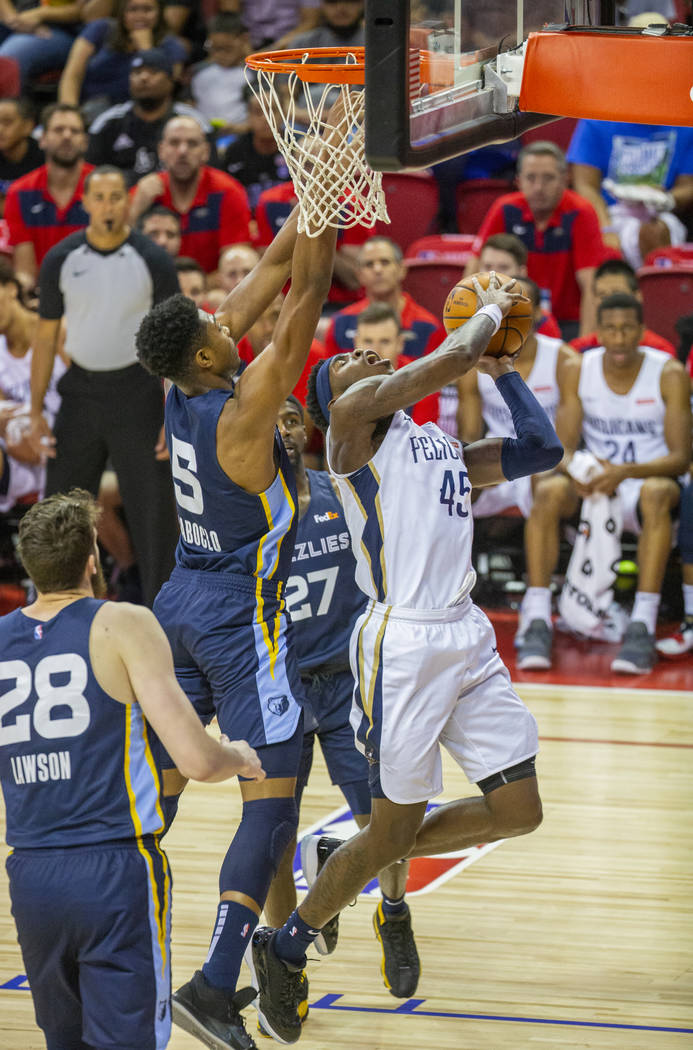 Memphis Grizzlies forward Bruno Caboclo, left, attempts to stop a shot by New Orleans Pelicans ...