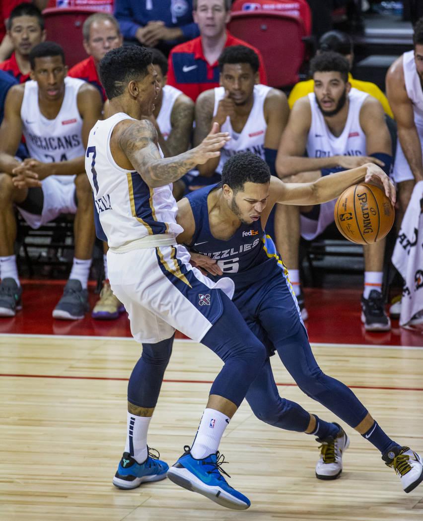 New Orleans Pelicans forward Marcos Louzada Silva, left, defends the lane as Memphis Grizzlies ...