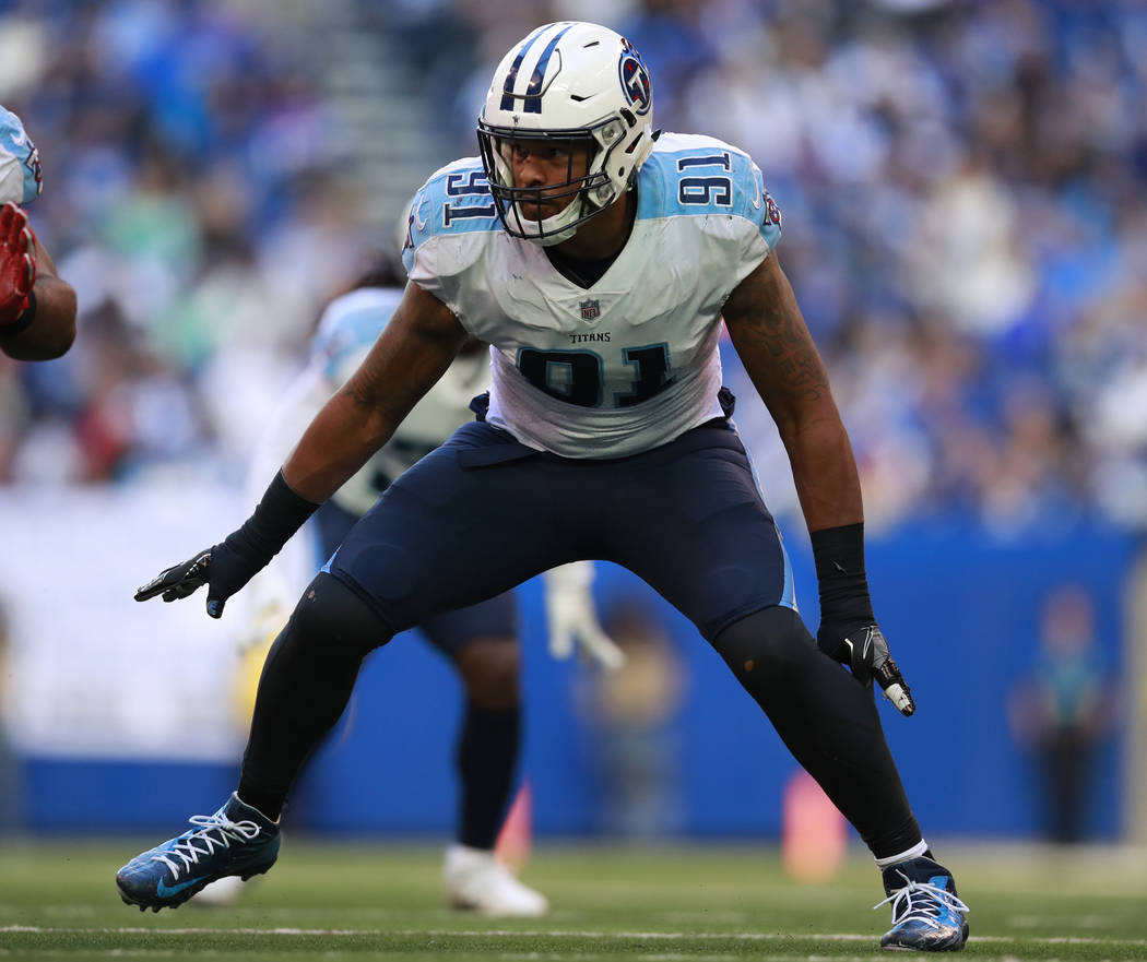 Tennessee Titans outside linebacker Derrick Morgan (91) lines up against the Indianapolis Colts ...