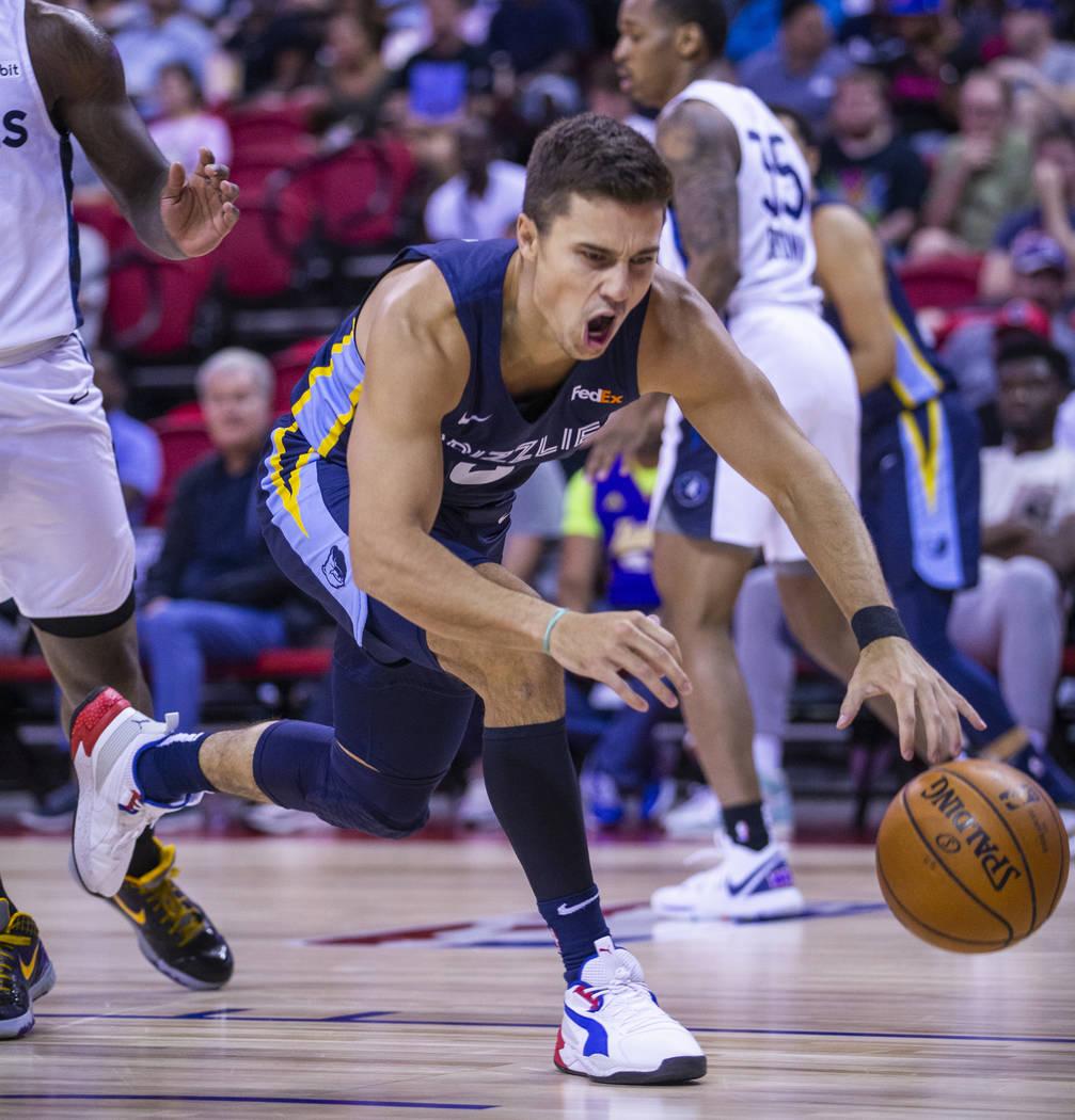 Memphis Grizzlies guard Dusty Hannahs drives to the basket through the Minnesota Timberwolves d ...
