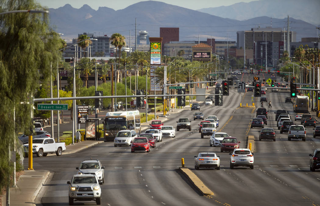 An RTC Las Vegas 109 bus stops to pick up passengers along South Maryland Parkway near East Des ...