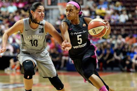 Connecticut Sun guard Jasmine Thomas (5) drives past Las Vegas Aces guard Kelsey Plum (10). (Se ...