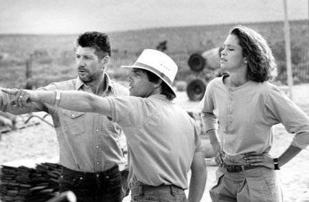Ron Underwood directs Fred Ward, left, and Finn Carter on the set of the 1990 film Tremors. (Ph ...