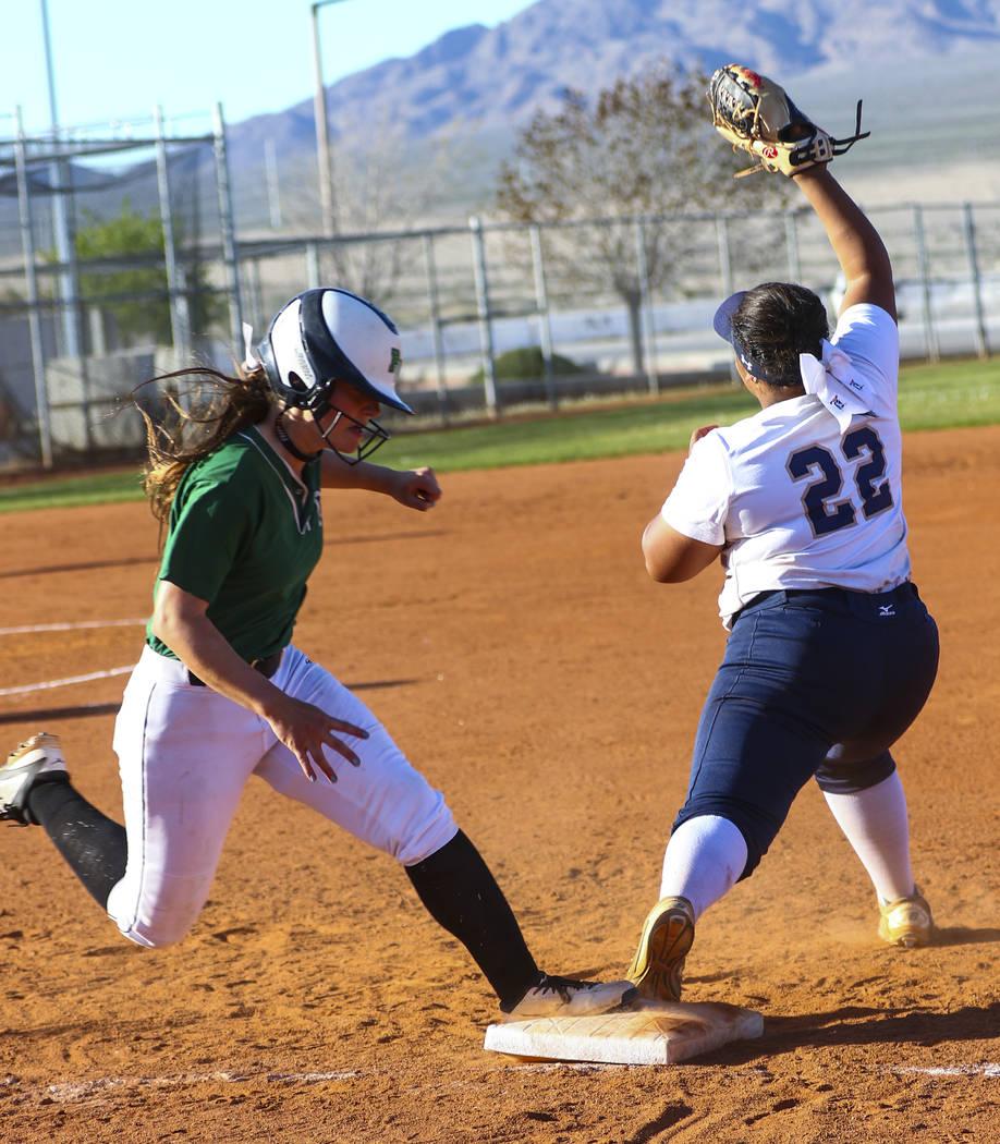 Shadow Ridge first baseman Alyssa Stanley (22) tags Palo Verde outfielder Makall Whetten (1) ...