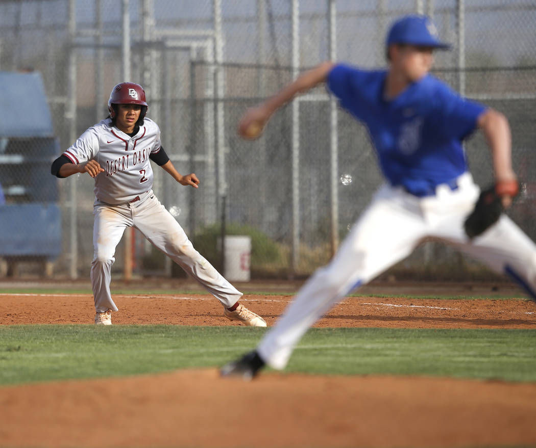 Desert Oasis's Andrew Martinez (2) leads off first base during the sixth inning of a h ...
