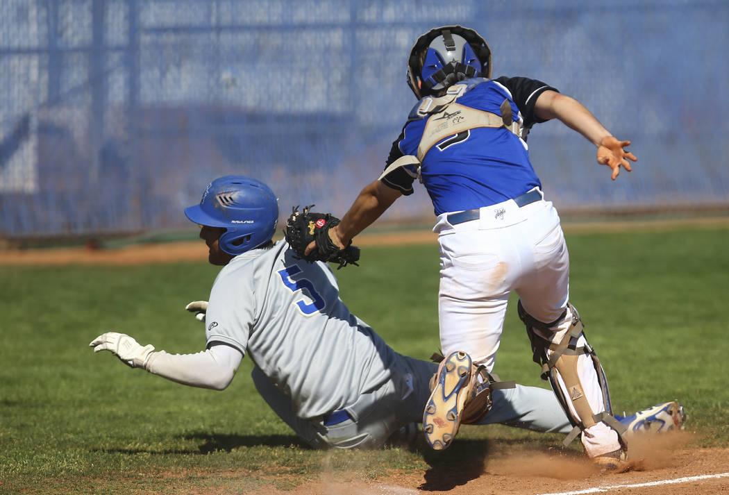 Basic's Roger Riley (3) tags out Santa Margarita's Derek Park (5) during a baseb ...