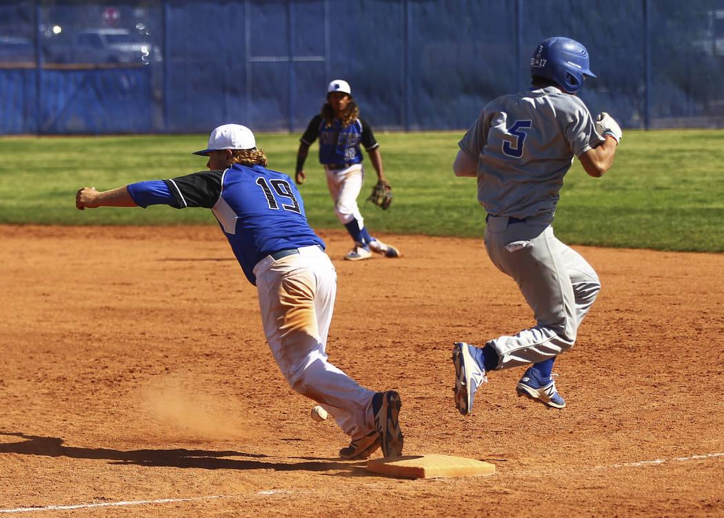 Santa Margarita's Derek Park (5) makes it safely to first base against Basic's J ...
