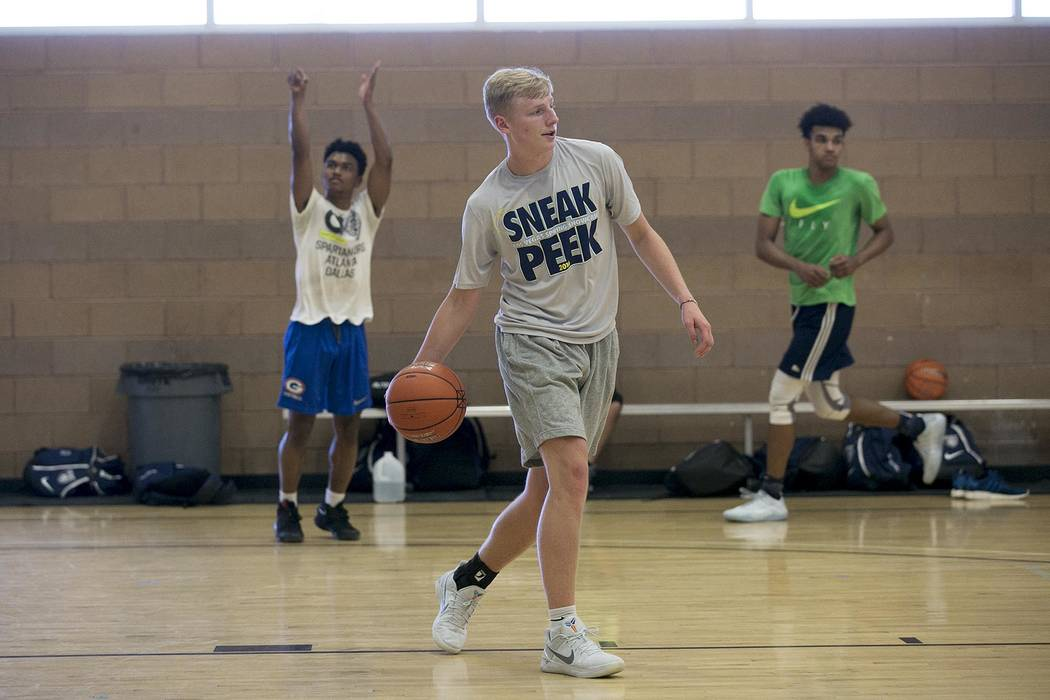 Trey Woodbury passes the ball during a Vegas Elite practice in Las Vegas on Tuesday, July 25 ...