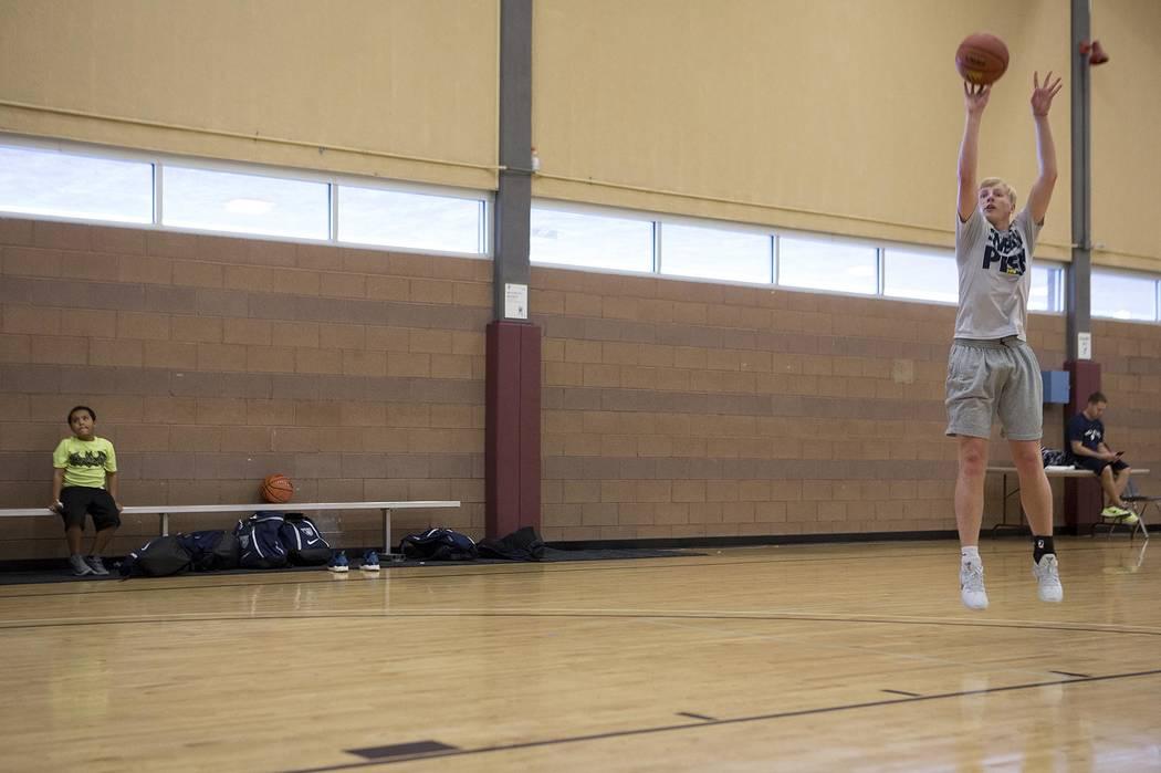 Trey Woodbury runs drills during a Vegas Elite practice in Las Vegas on Tuesday, July 25, 20 ...