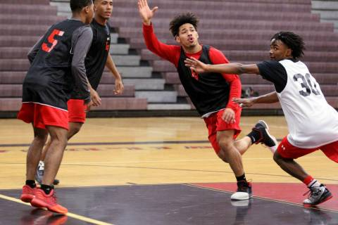 Las Vegas High School point guard Donovan Joyner, center, looks for a pass between Ronnie Mo ...