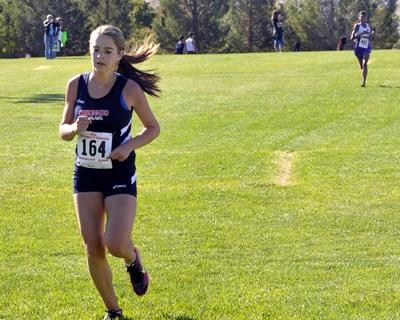STEVE ANDRASCIK/LAS VEGAS REVIEW-JOURNAL Coronado High School runner Sara Dort (164), approa ...