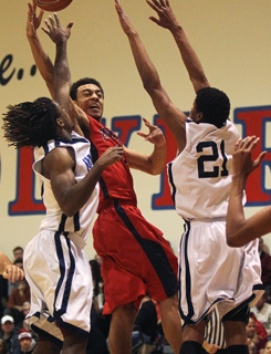 Findlay Prep's Nigel Williams-Goss (0) gets off a pass while being guarded by the Impa ...