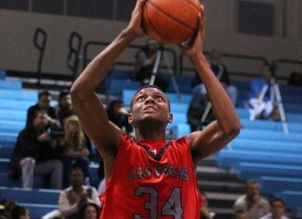 Las Vegas' Re'Kwon Smith (34) goes up for a dunk on Tuesday. Smith had 21 points ...