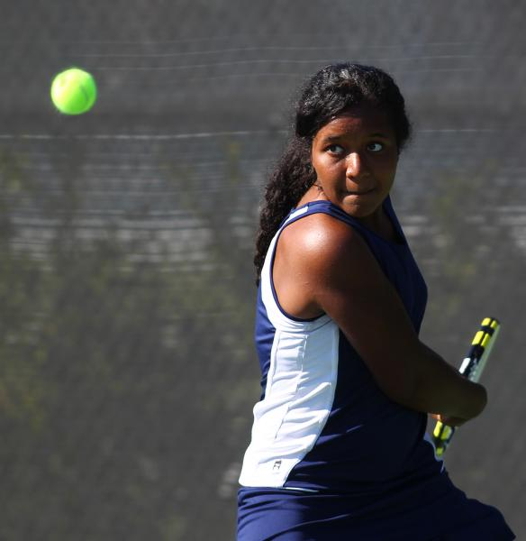 Coronado's Paris Reese lines up a backhand during her set with Green Valley's Jo ...
