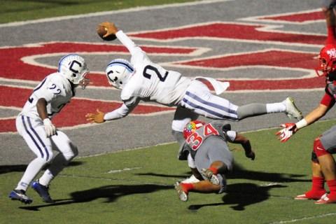 Centennial quarterback Jamaal Evans scores a touchdown against Arbor View in 2015. (Josh Hol ...