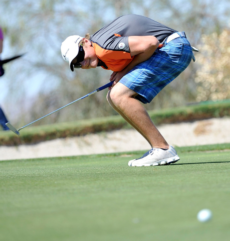 Bishop Gorman's Frank Frisbee reacts to his putt on the fifth hole during the final ro ...