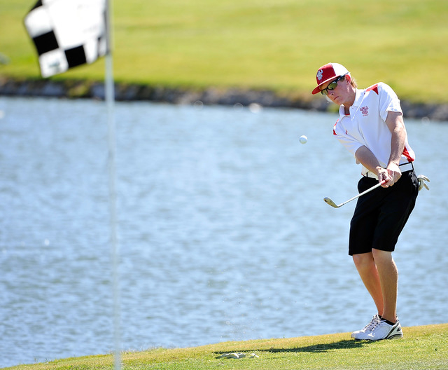 Arbor View's Sam Dickey shoots pitches on the fourth hole during the final round of th ...