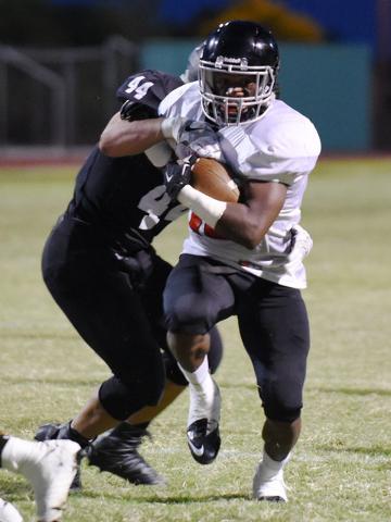 Las Vegas High School's Elijah Hicks (10), center, runs the ball in for the game&#8217 ...