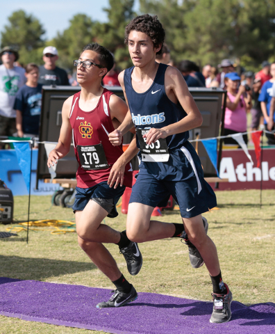 Cantwell-Sacred Heart's Markos Lemus (179), left, and Foothill's Joshua Wright ( ...