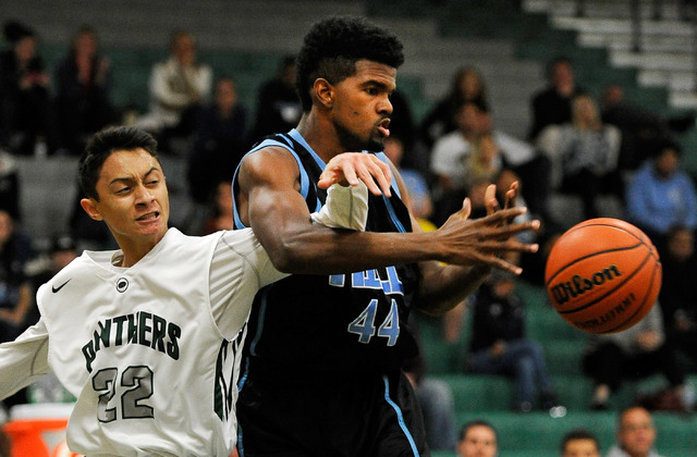 Palo Verde's Taylor Miller (22) knocks the ball away from Foothill's Jontee Thom ...