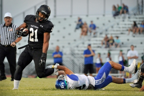 Palo Verde's Jaren Campbell (21) is tripped up by Green Valley's Jacob Rivero ea ...