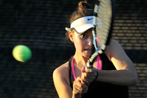 Palo Verde's Annie Walker eyes the ball during her Sunset Region single final against ...