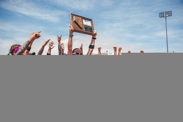 Palo Verde softball head coach Kelly Glass holds up the championship plaque after the Panthe ...