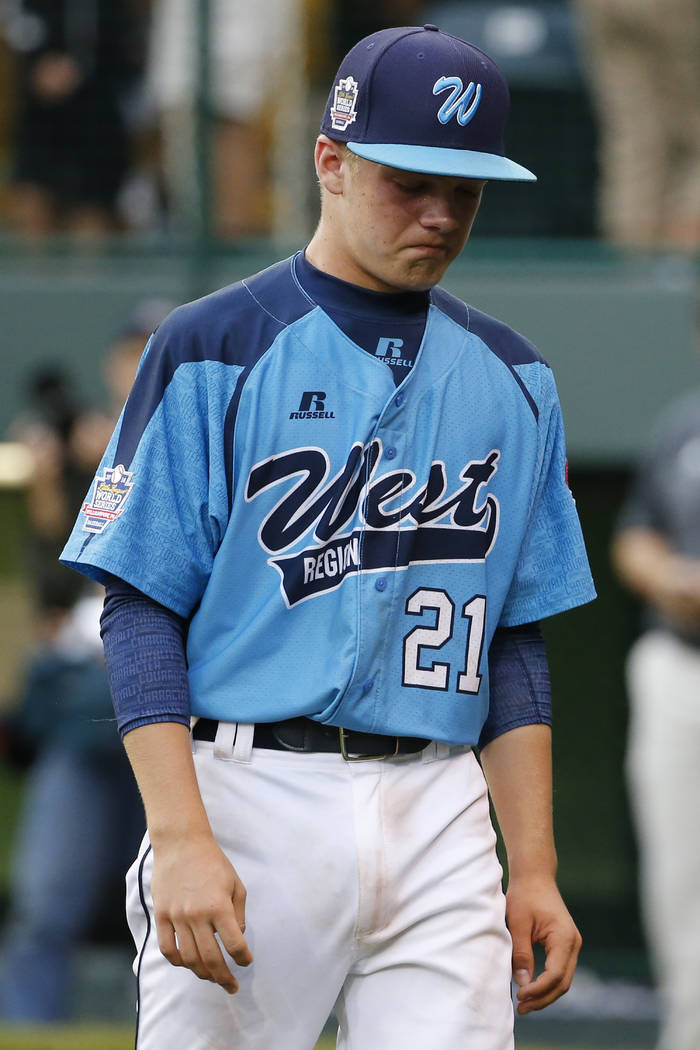 Las Vegas' Austin Kryszczuk (21) walks off the first after a 7-5 loss to Chicago in th United S ...