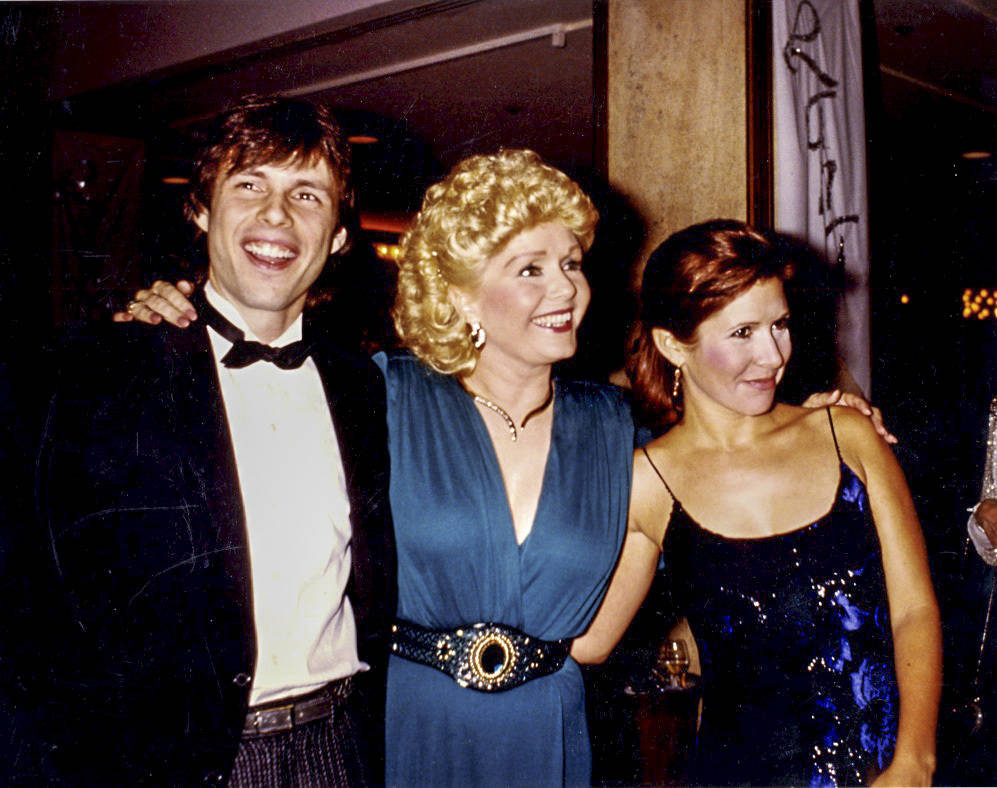 Todd Fisher with his mom, Debbie Reynolds, and and sister, Carrie Fisher. (Fisher Family Archiv ...