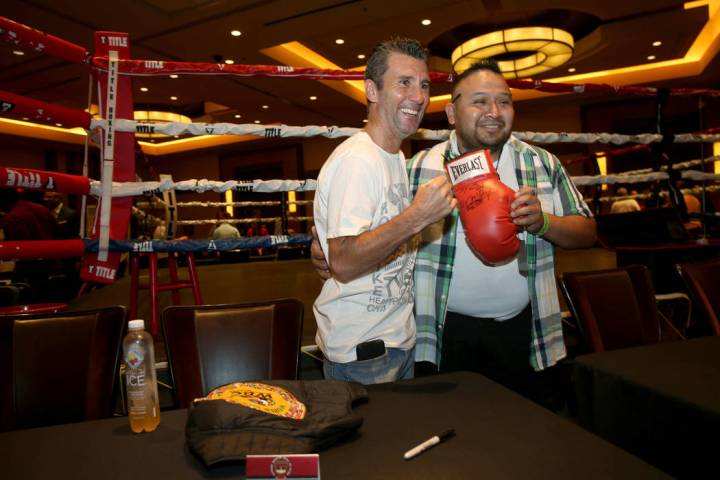Nevada Boxing Hall of Fame inductee Wayne McCullough, left, visits with fan Alvino Aguilera of ...
