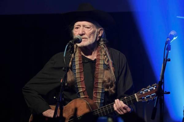 Willie Nelson cancels tour, cites 'breathing problem' | Las Vegas