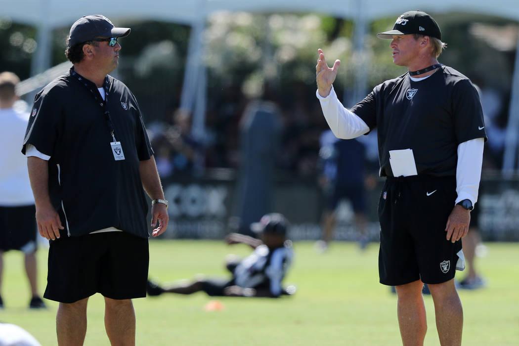 Oakland Raiders defensive coordinator Paul Guenther, left, meets with head coach Jon Gruden dur ...