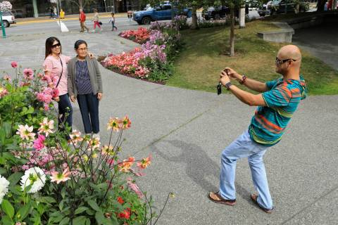 Junar Lim takes photos of Ziah Lim, left, and Arsenia Lim, all of Cavite, the Philippines, at g ...