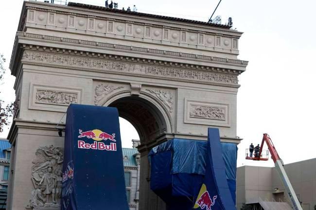 Las Vegas' replica Arc de Triomphe is closer to its original's size than the Eiffel Tower, ...