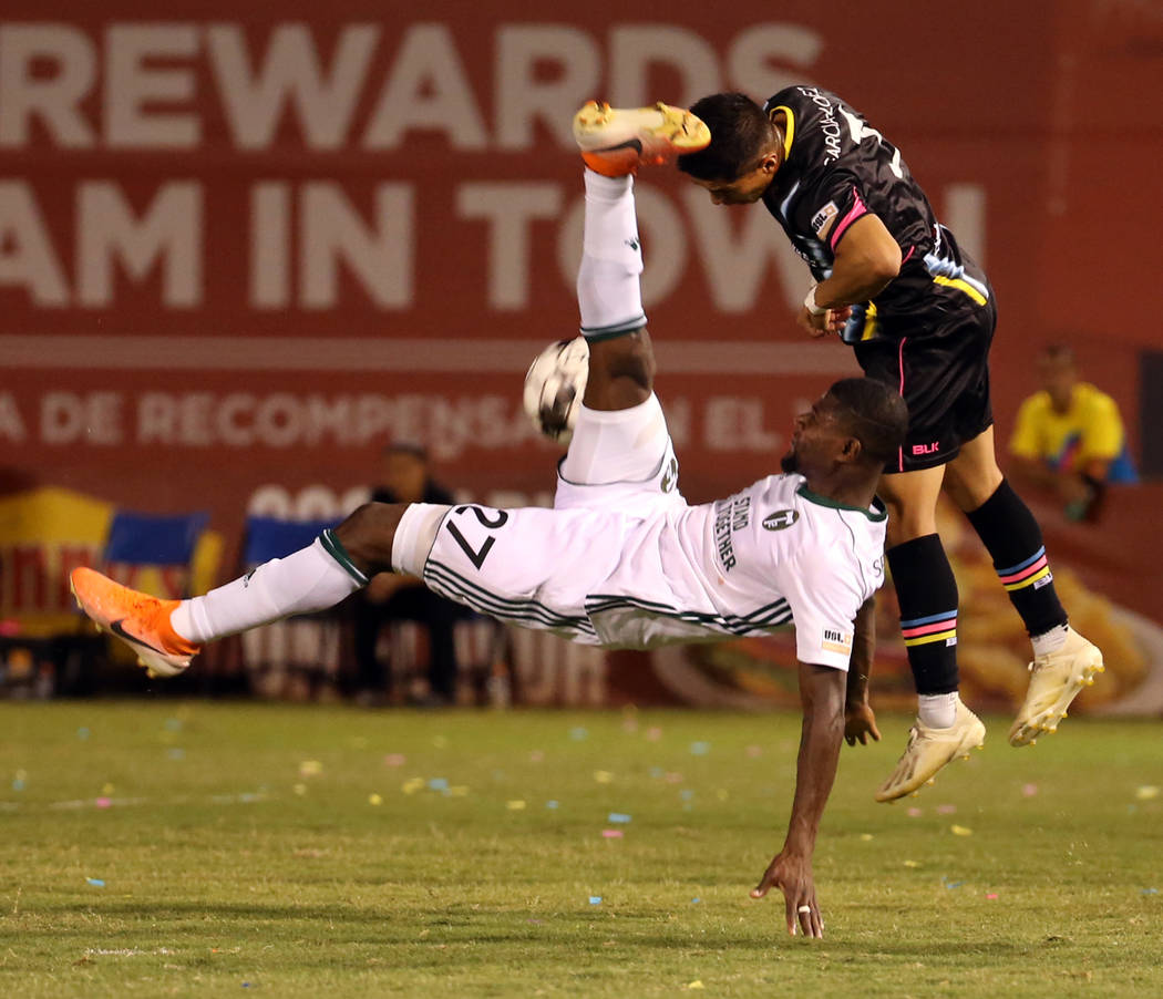 Portland Timbers 2 forward Dairon Asprilla (27) just misses a bicycle kick towards the net with ...