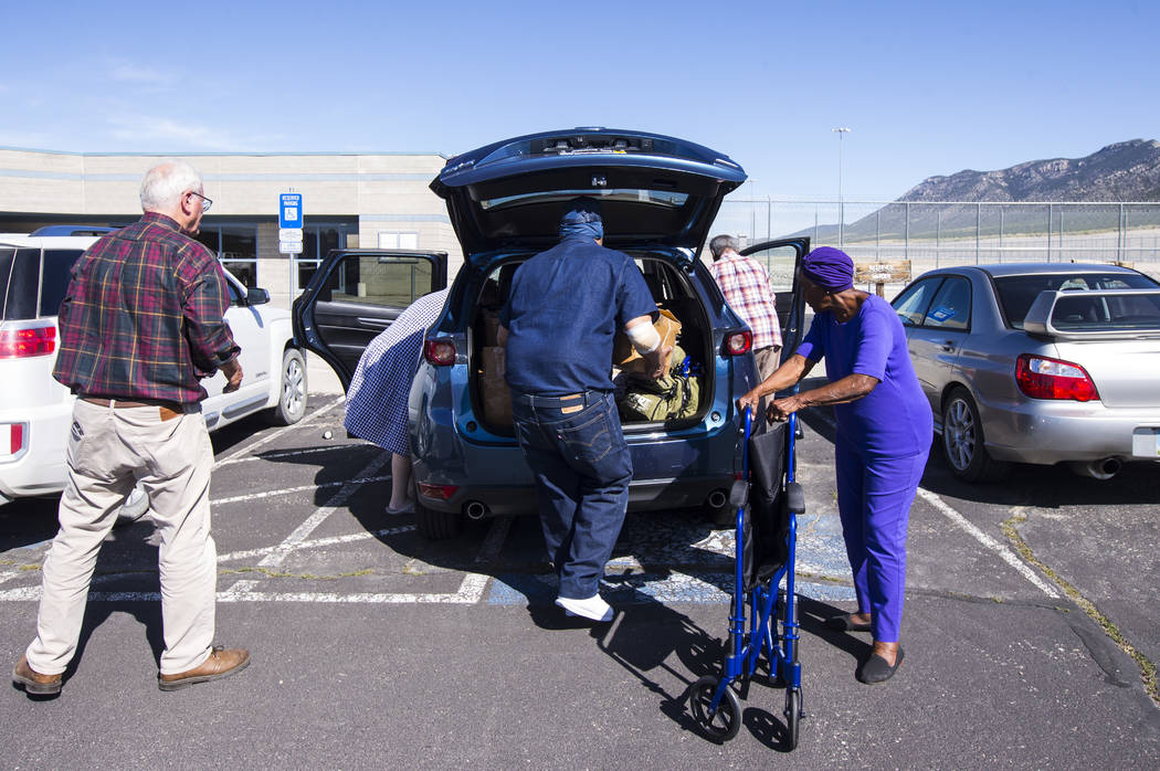 Paul Browning, center, helps load up a car with boxes of paperwork after being released from El ...