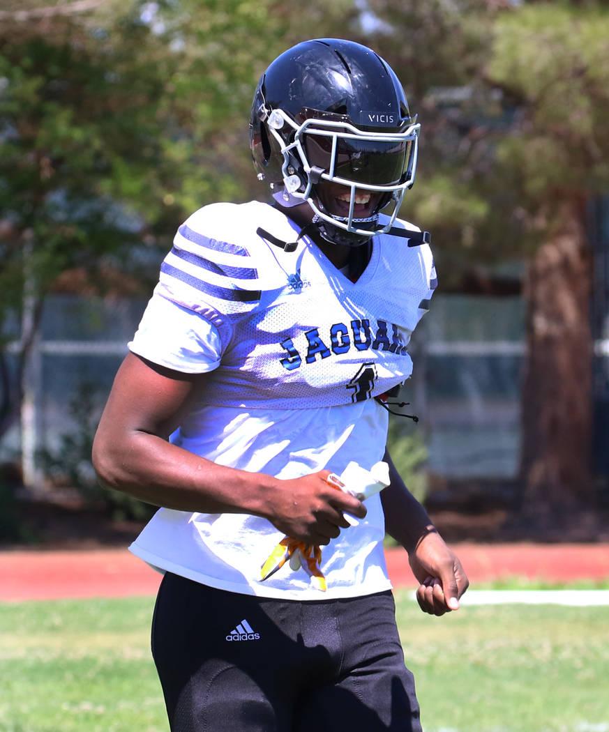Desert Pines High School defensive lineman Darnell Washington (1) takes the field during team p ...