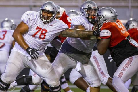 Offensive lineman Justin Polu (78) blocks out defensive lineman Dominion Ezinwa (93, right) dur ...