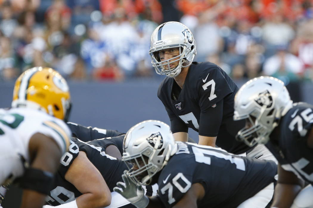 Oakland Raiders quarterback Mike Glennon (7) lines up against the Green Bay Packers during the ...