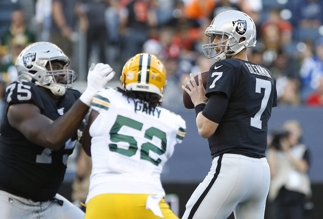 Oakland Raiders quarterback Mike Glennon (7) looks for a receiver as Green Bay Packers' Rashan ...