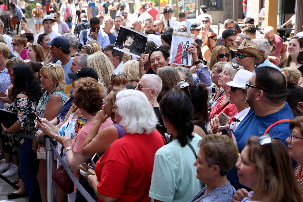 Fans wait for Strip headliners Donny and Marie Osmond to receive a Key to The Las Vegas Strip d ...