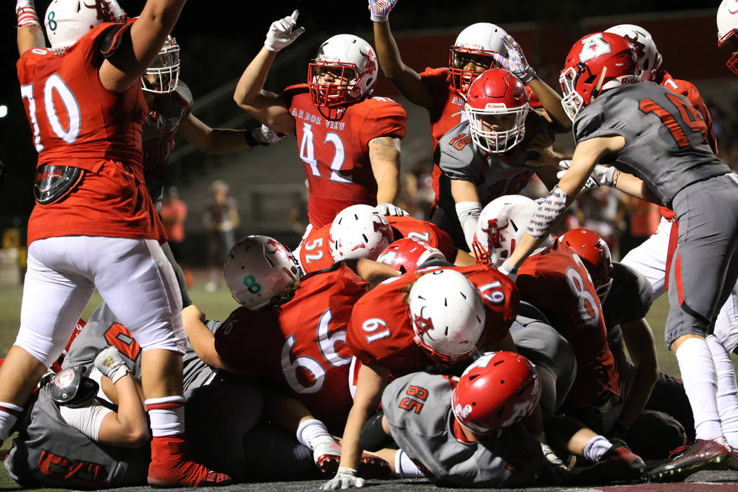 Arbor View run the ball with Darius Williams (30) to score the winning touchdown in the fourth ...