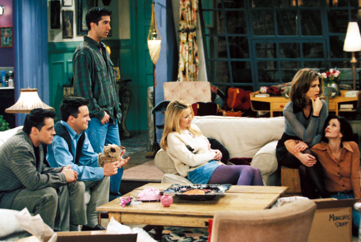 """A still from the """"Friends"""" episode """"The One with the Prom Video"""" (NBCUniversal, Inc.)"""