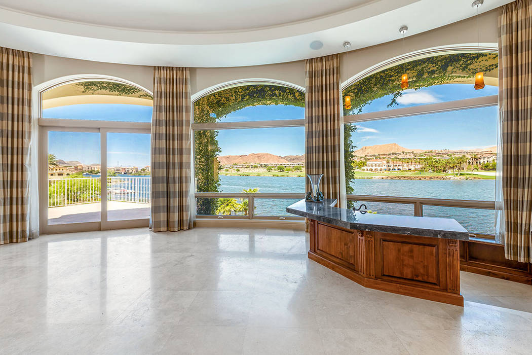 A bar in the living area overlooks Lake Las Vegas. (Ivan Sher Group)